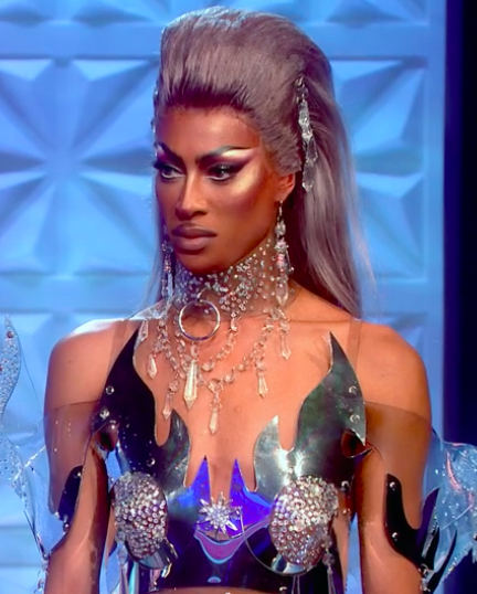 Tayce entered the hair jewels mini challenge in what looks like a full neck chandelier with matching earrings and hair crystals. Pure opulence.
